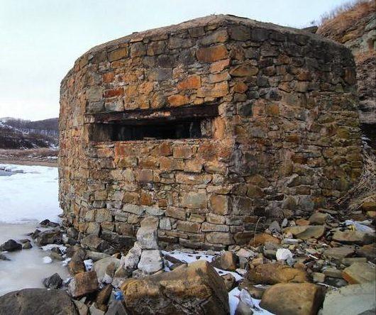 Двухамбразурный каменно-бутовый ДОТ №274 был построен в 1941 году в районе б. Кетовая. Класс защиты - М-3.
