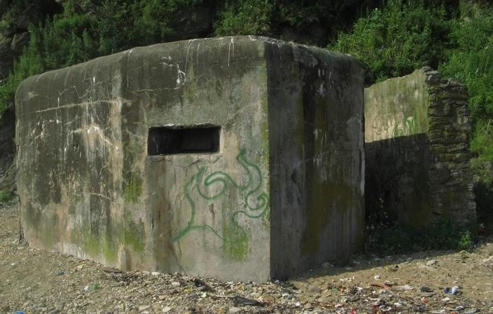Двухамбразурный ДОТ № 276 был построен в 1941 году в районе б. Укреплённая. Класс защиты - М-3.
