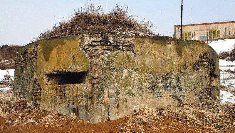 Двухамбразурный ДОТ №277 был построен в 1941 году в районе б. Десантная. Класс защиты - М-3.