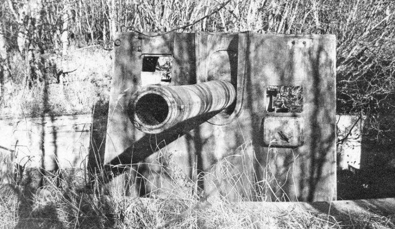 Орудие Б-13 в орудийном дворике на мысе Островной в бухте Нагаева.