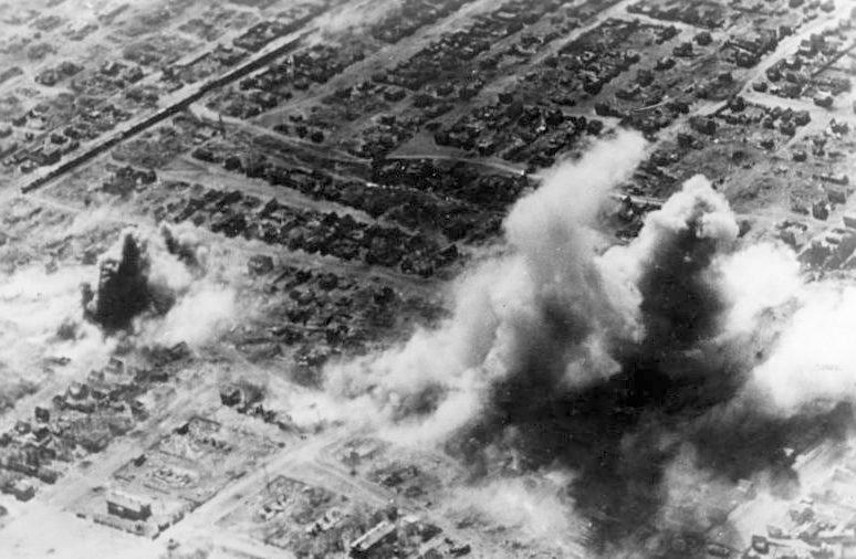 Бомбардировка жилых районов Сталинграда.