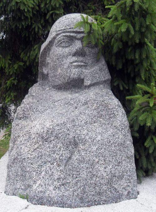 Скульптурные части мемориала.