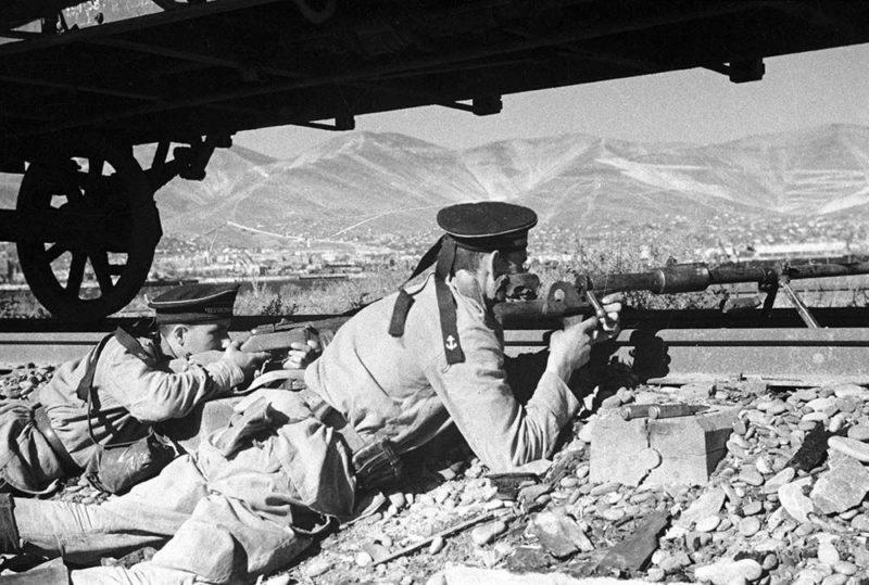 Морские пехотинцы в обороне города.