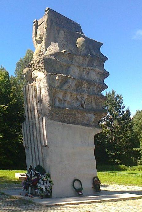 Багратионовский городской округ. Памятник вне населенного пункта на кладбище узников концлагеря Шталаг 1А.