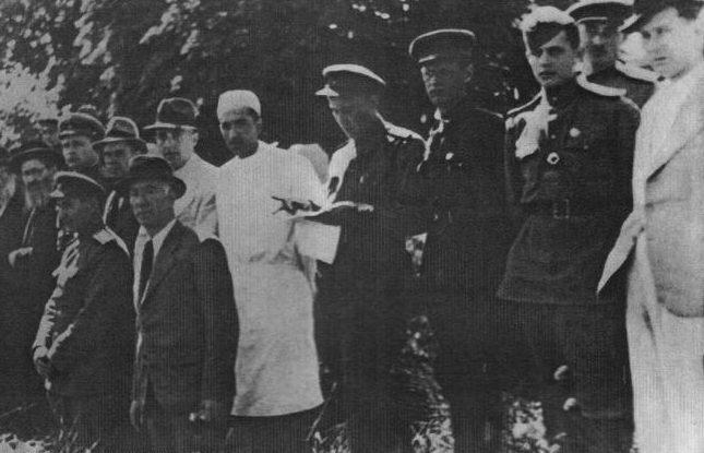 Члены местной комиссии на эксгумации тел жертв фашистов в Бабьем яру. Киев, 1944 г.