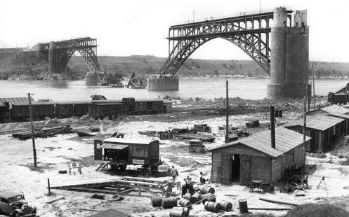 Разрушенный мост через Днепр.