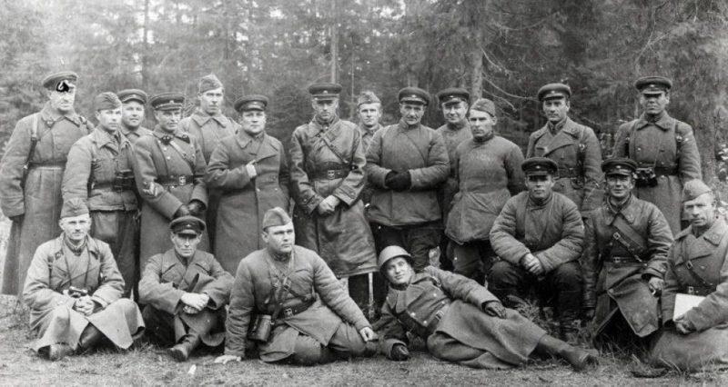 Командующий 16-й армией К. Рокоссовский со своим штабом.