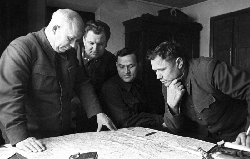 Члены Военного совета Сталинградского фронта: Хрущёв, Кириченко, Чуянов и комфронта Ерёменко, декабрь 1942 г.