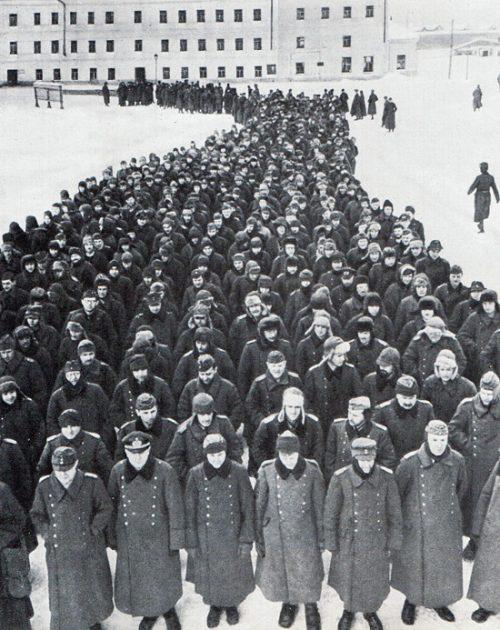 Немцы, плененные под Сталинградом.