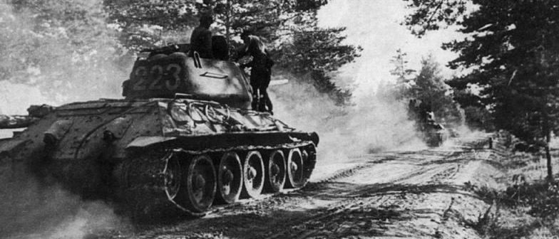 Танки 3-й танковой армии на марше.
