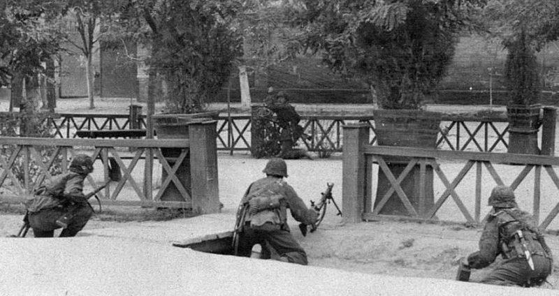 Уличный бой частей дивизии Лейбштандарт Адольф Гитлер. 18 августа 1941 г.