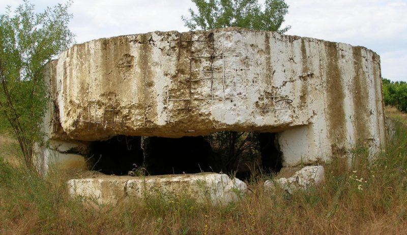 Артиллерийский ДОТ №2, расположенный у села Орловка для 75-мм орудия.