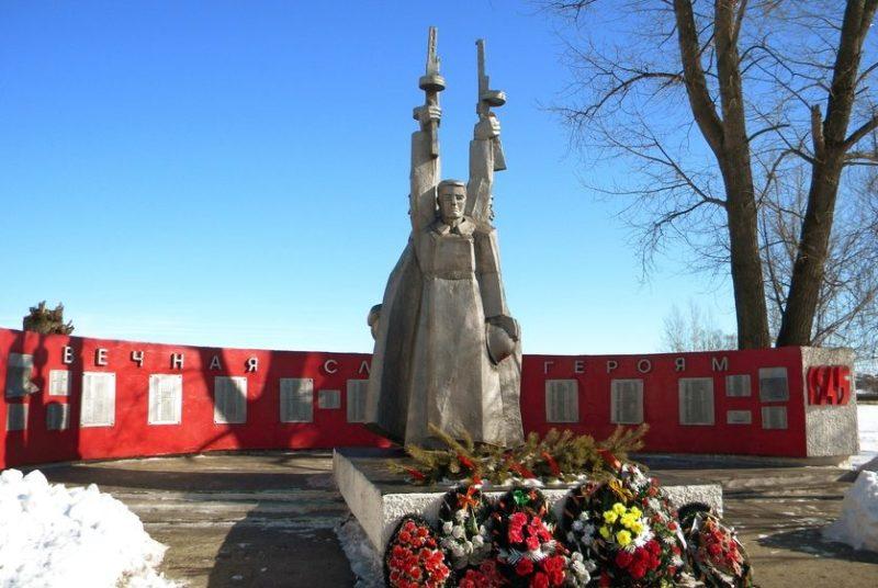 с. Владимировка Старооскольского р-на. Памятник по улице Школьной, установленный в честь погибших односельчан в годы войны.