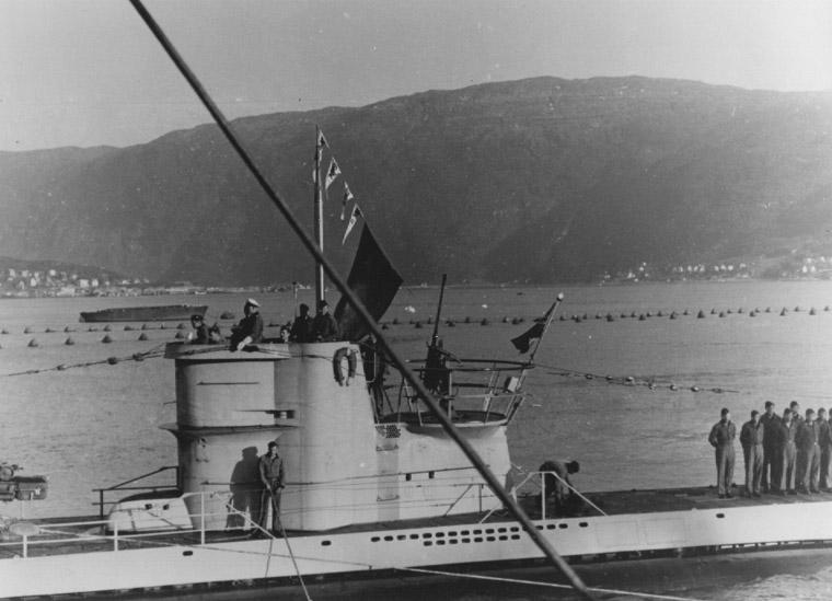 Возвращение немецкой подлодки «U-255» на базу после потопления 4 судов конвоя PQ-17.