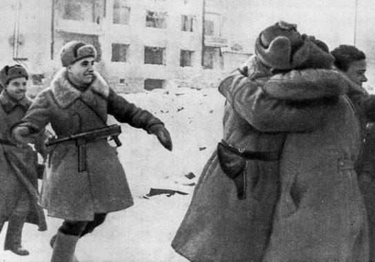 Встреча бойцов 21-й и 62-й армии на северо-западных склонах Мамаева кургана. 26 января 1943 г.
