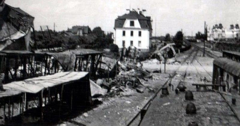 Водонапорная башня, взорванная Красной Армией при отступлении. Июнь 1941 г.