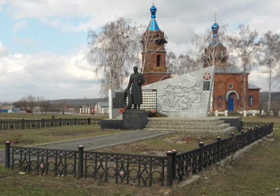 с. Дмитриевка Старооскольского р-на. Памятник по улице Садовой 59, установленный на братской могиле, в которой похоронено 53 советских воина, в т.ч. 17 неизвестных, погибших в 1943 году.