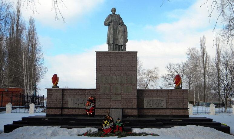 с. Долгая Поляна Старооскольского р-на. Памятник по улице Центральной 9, установленный на братской могиле, в которой похоронено 370 советских воинов, в т.ч. 345 неизвестных, погибших в 1943 году.