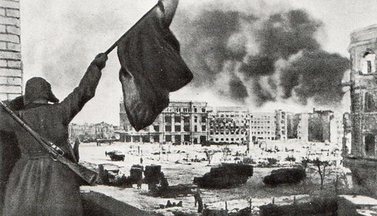 В Сталинграде поднят Красный флаг. 1943 г.