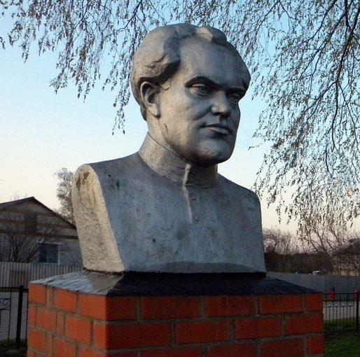 Бюст героя Советского Союза.
