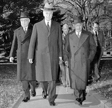 Посол Японии в США Номура в Белом доме на встрече с Президентом США Рузвельтом. 17 ноября 1941 года.