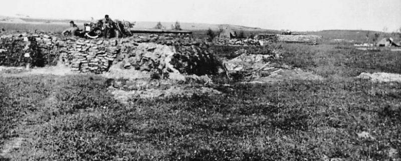 Немецкое зенитное орудие на окраине. 1941 г.