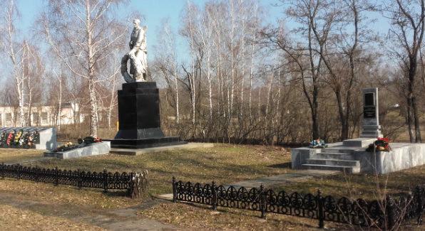 с. Котово Старооскольского р-на. Памятник, установленный на братской могиле, в которой похоронен 41 советский воин, в т.ч. 3 неизвестных, погибших в 1943 году.