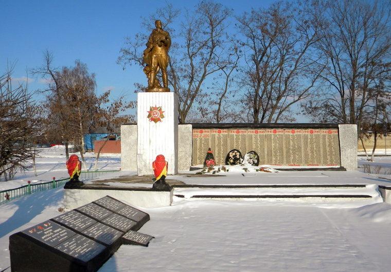 с. Незнамово Старооскольского р-на. Памятник, установленный на братской могиле, в которой похоронено 66 советских воинов, погибших в 1943 году.