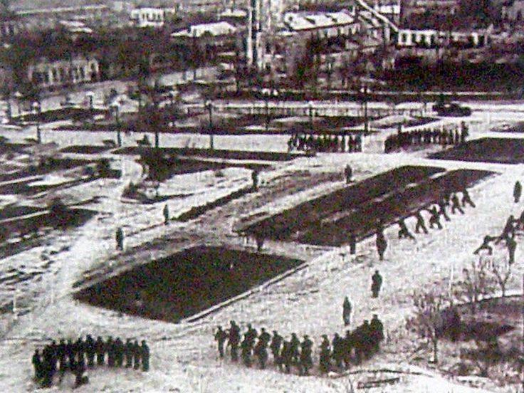 Занятие городского всеобуча. Красная площадь, ноябрь 1941 г.