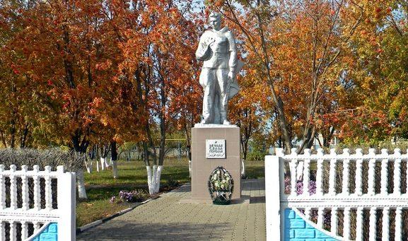 с. Глинное Новооскольского р-на. Памятник воинам-землякам, погибшим в годы Великой Отечественной войны.