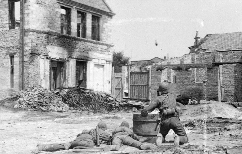 Пропагандистские постановочные фото из Херсона дивизии Лейбштандарт Адольф Гитлер. Август 1941 г.