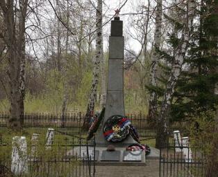 п. Долгоруково Багратионовского р-на. Братская могила советских воинов, погибших в марте 1945 года.