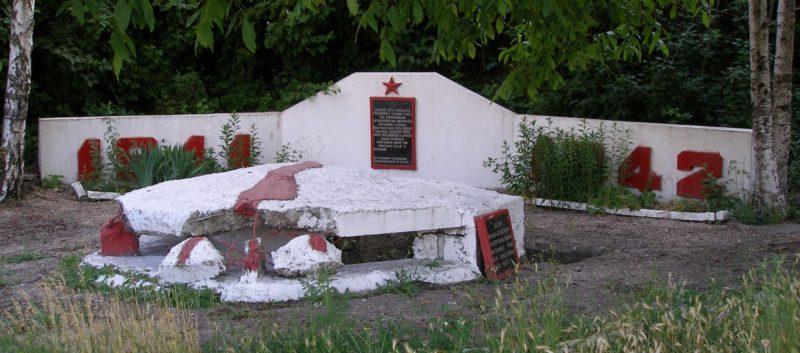 Артиллерийский ДОТ №9 у памятника создателям Инженерной обороны Севастополя для 45мм орудие 21-К.
