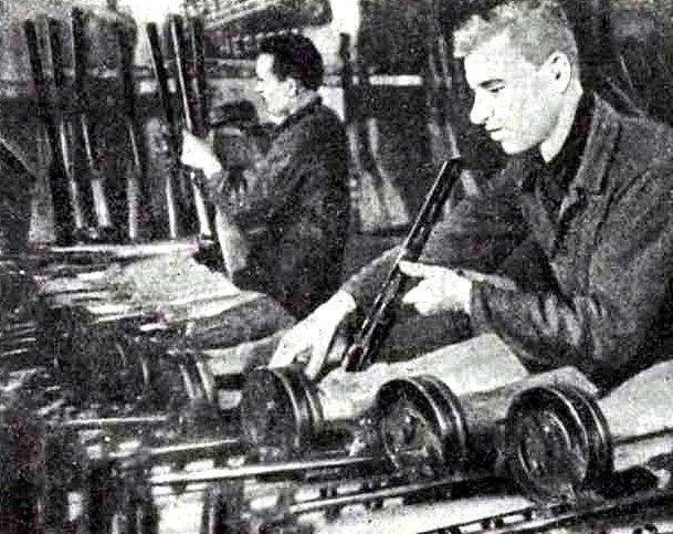 Сборка автоматов. Март 1942 г.