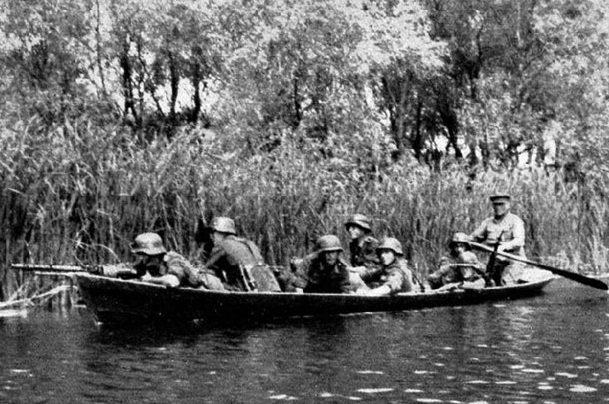 Немецкие войска в плавнях. Август 1941 г.