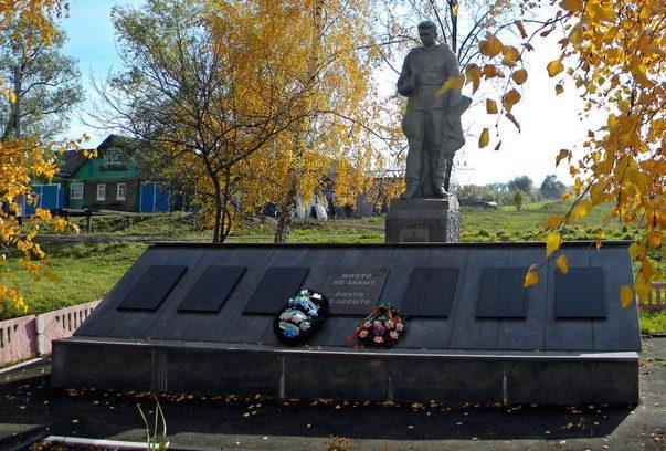с. Киселевка Новооскольского р-на. Памятник по улице Школьной, установленный в честь погибших земляков.