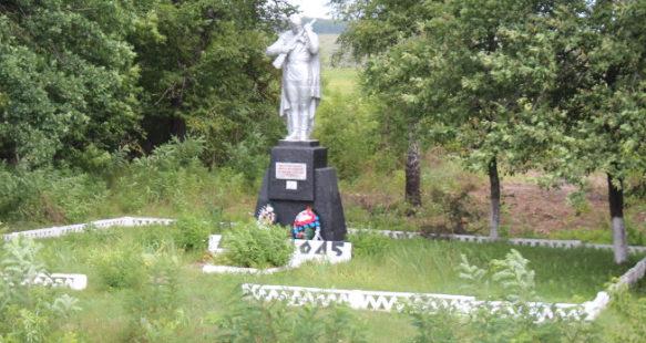 с. Макешкино станция Слоновка Новооскольского р-на. Памятник, установленный в честь погибших земляков.