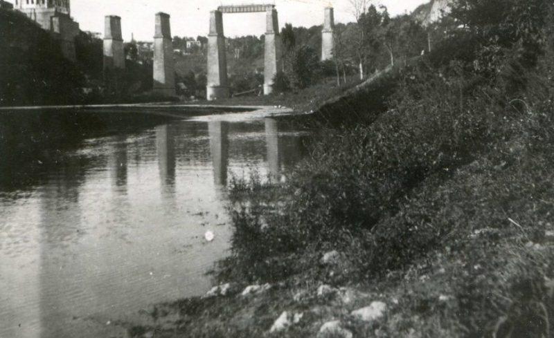 Разрушенный Новоплановский мост. 1942 г.