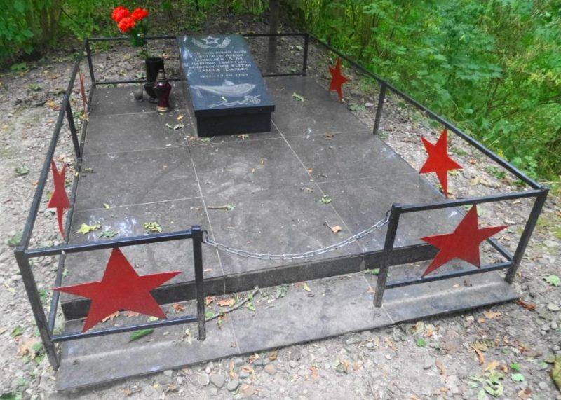 п. Знаменка Багратионовского городского округа. Могила младшего сержанта Шевелева А. М., погибшего в районе замка Бальга 26 апреля 1945 года.