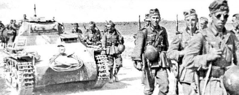 Немецкие войска на подступах к городу. Июль 1942 г.