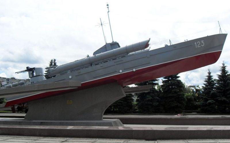 Торпедный катер-памятник «Комсомолец».