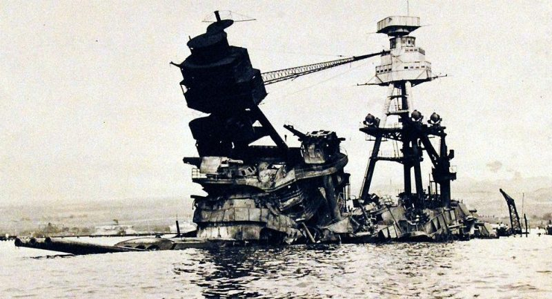 Затонувший линкор «Аризона».