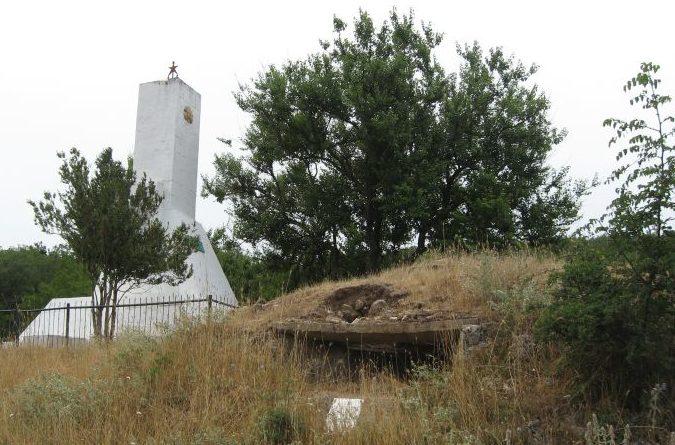 ДЗОТ № 11 у деревни Камышлы на склоне высоты 192 м.