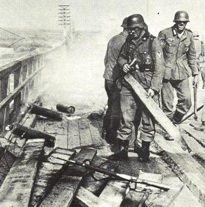 Строительство моста. Август 1941 г.