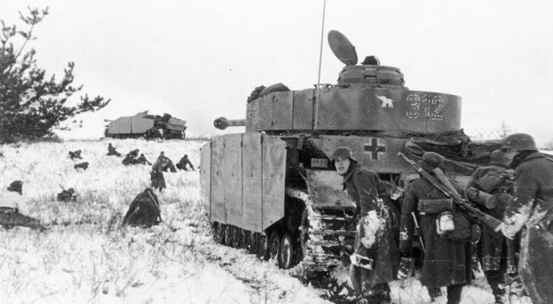 Немецкие войска во время прорыва котла. Февраль 1944 г.