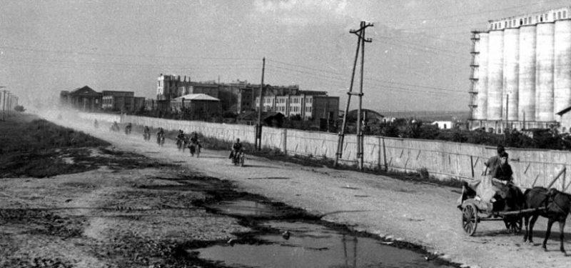 Итальянские войска входят в город. 17 июля 1942 г.