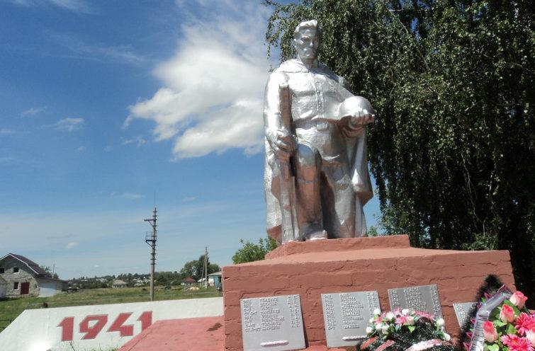 с. Роговатое Старооскольского р-на. Памятник по улице Сергея Шестова, установленный на братской могиле, в которой похоронено 300 советских воинов, в т.ч. 291 неизвестный, погибший в 1943 году.