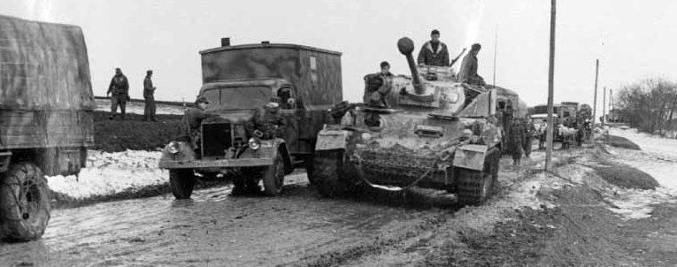 Немецкая колонна в пригороде. Март 1944 г.