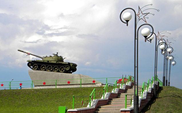 г. Старый Оскол. Танк-памятник на развилке Федосеевка – Старый Оскол.