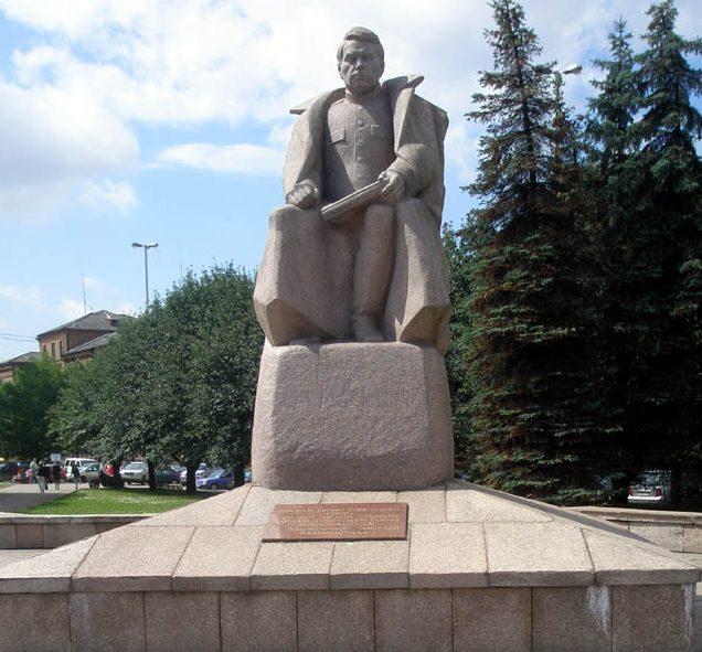 г. Калининград. Памятник маршалу А.М.Василевскому на одноименной площади.